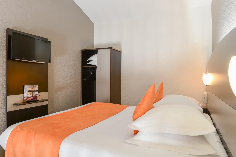 chambre familiale the originals relais d 39 aubagne partir de 72. Black Bedroom Furniture Sets. Home Design Ideas